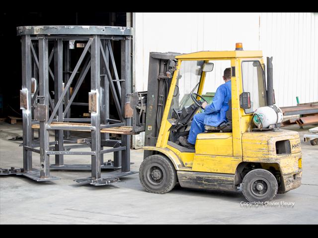 transport d'élément d'un élévateur - industrie de la manutention - produit mecano-soudé - MECATLAS